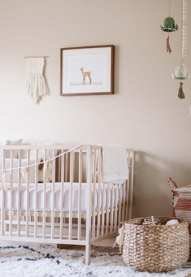 Ainda na onda das cores neutras, experimente os tons crus na decoração do quarto do bebê