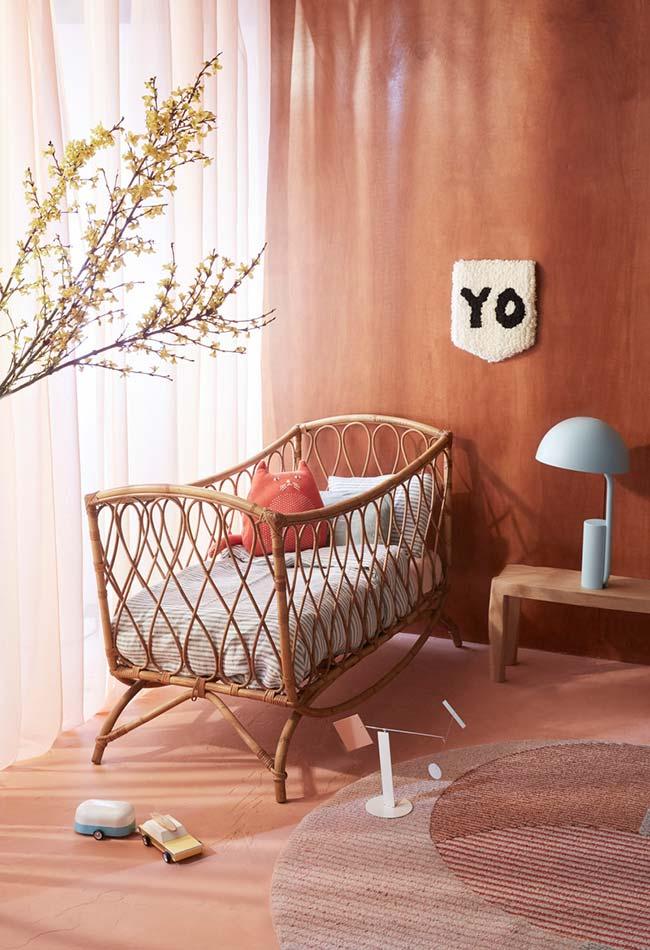 Num clima de outono, uma decoração de quarto de bebê super confortável e agradável com tons terrosos e plantinhas
