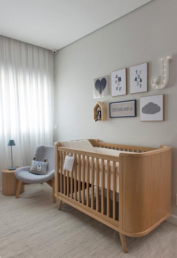 Mas para quem prefere um clima mais clean, aqui vai uma ideia de quarto de bebê planejado