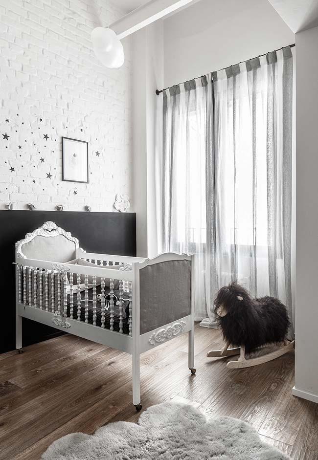 Decoração de quarto de bebê luxo em preto e branco