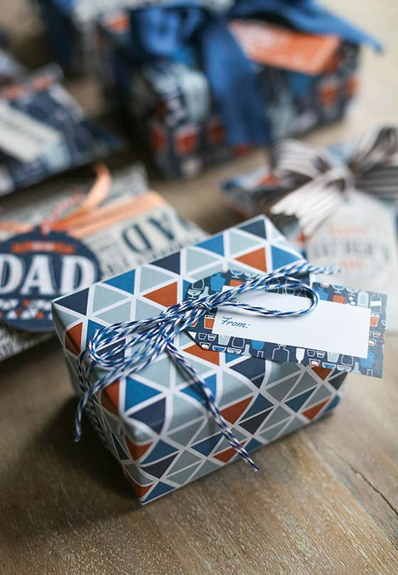 Embrulho cheio de estilo: escolha papéis de presentes e TAGs que tenham tudo a ver com o seu estilo e o do seu pai
