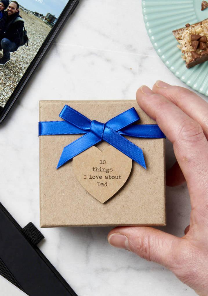 Simples e super delicado: embrulho de lembrança do dia dos pais em caixinha de mdf com mensagem cheia de amor