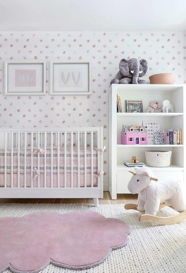Papel de parede básico para uma decoração de quarto infantil simples