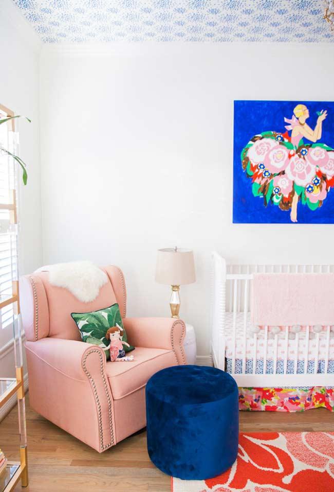 Papel de parede para quarto de bebê no teto