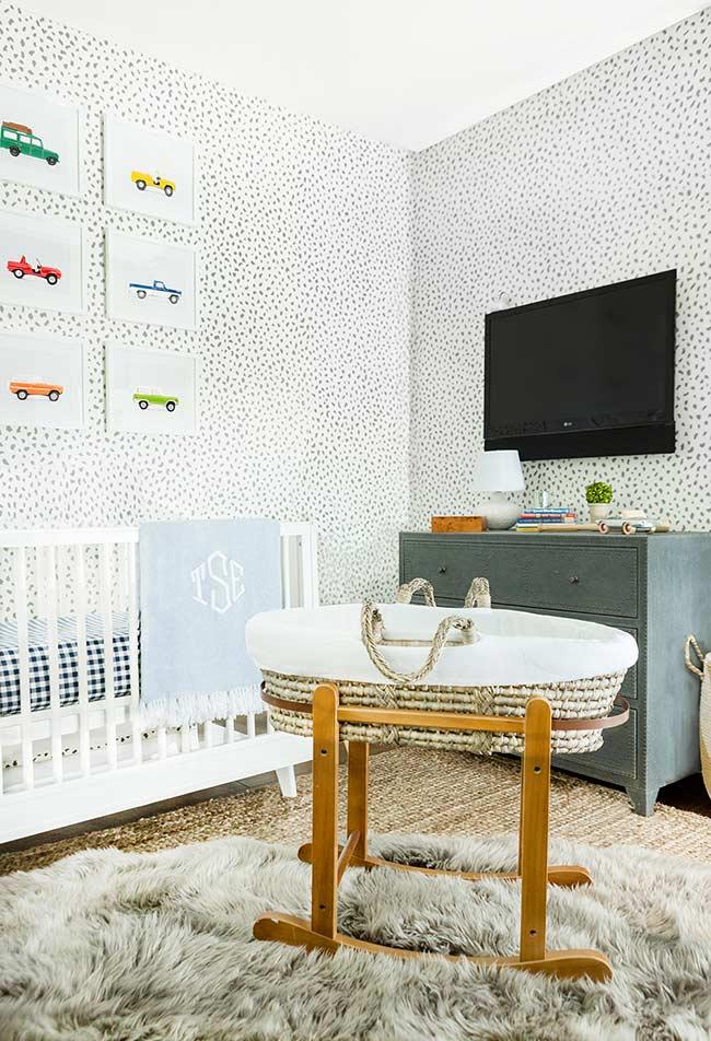parede para quarto de bebê com padrão de pontos irregulares