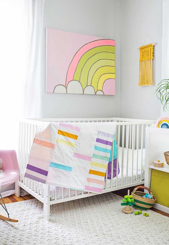 Decoração de quarto de bebê feminino em muitas cores