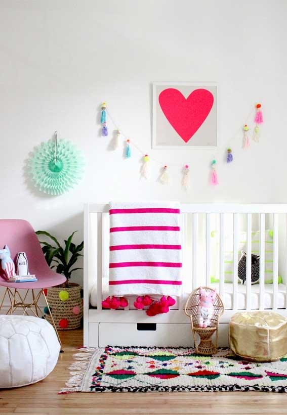 Use o branco como uma cor básica nas paredes e móveis e vá adicionando pitadas de colorido nos acessórios