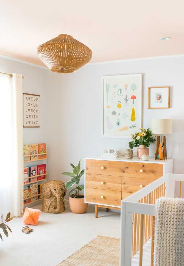 Aplique técnicas diferentes na decoração do quarto de bebê menina