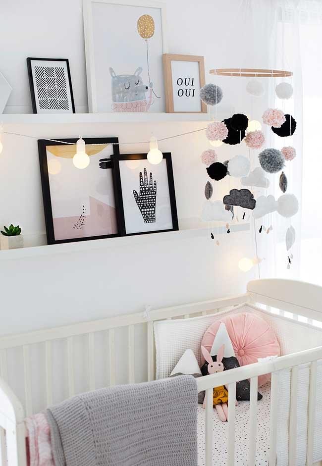 Preto, branco, cinza e rosa? Uma combinação que é tendência e funciona muito bem em quartos de bebê femininos