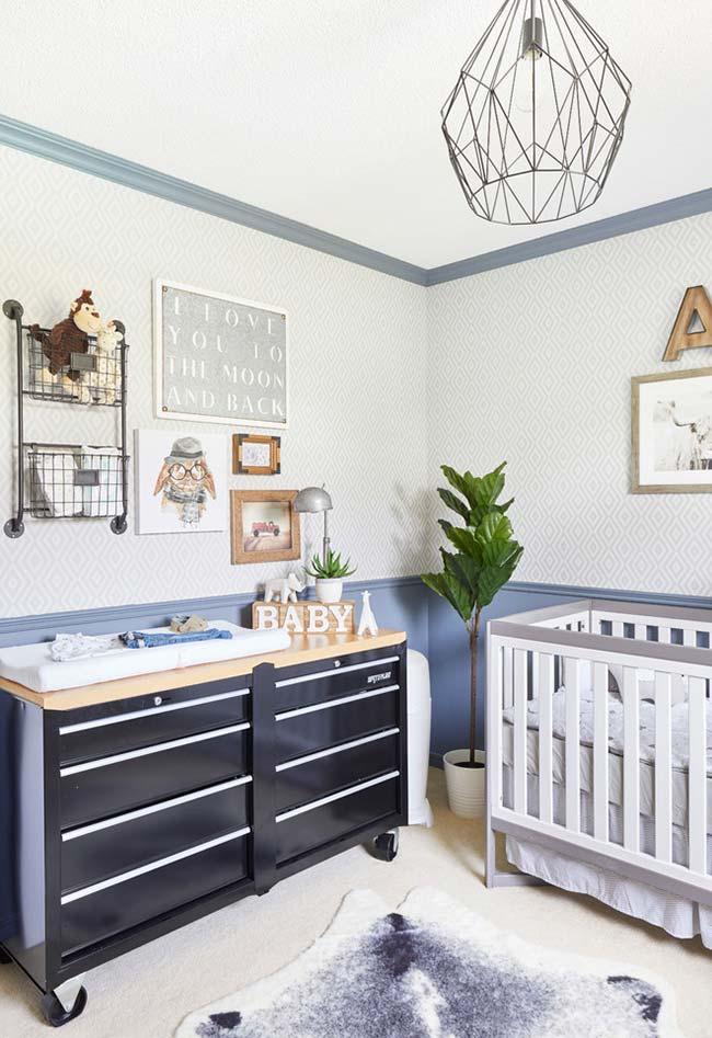 Aposte em móveis e itens de decoração que trazem o contemporâneo para o ambiente do quarto de bebê