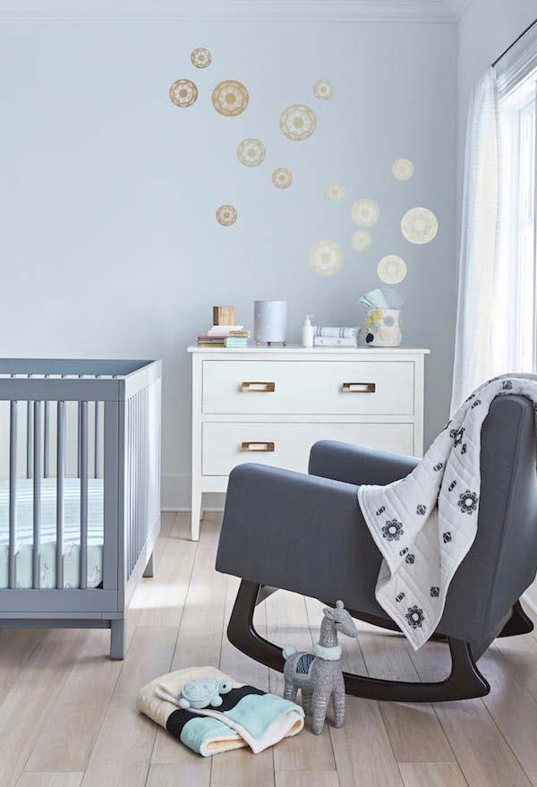 Decoração quarto de bebê masculino azul: um tom bem clarinho e relaxante de azul nunca sai de moda nos quartos de bebê