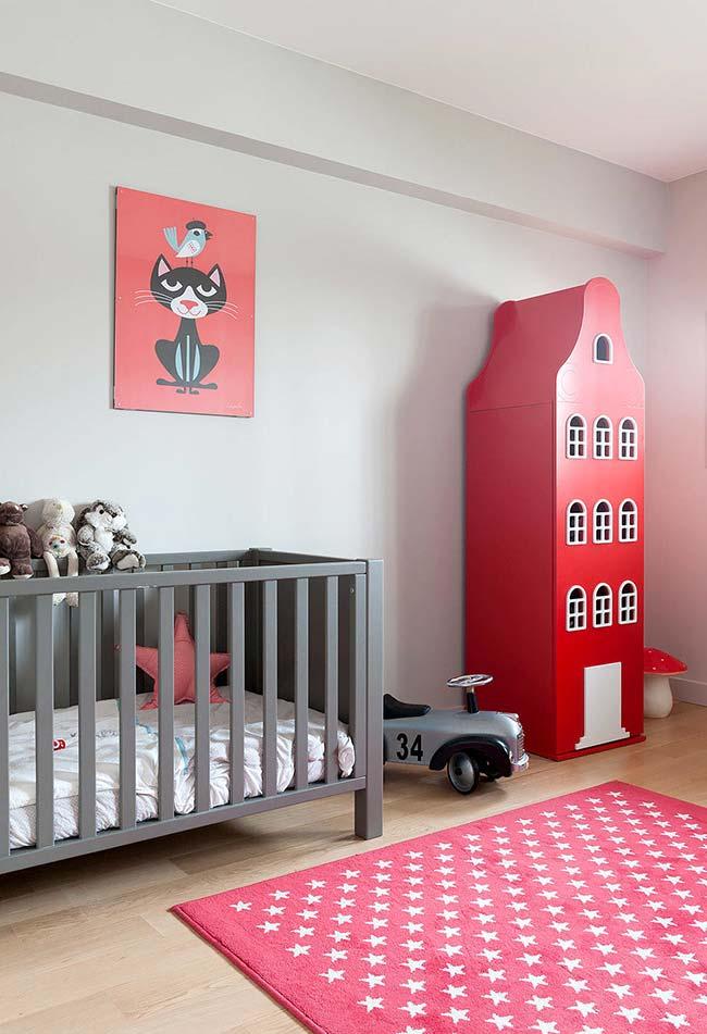 Quarto de bebê masculino em preto, cinza e vermelho: se você tem uma proposta coerente de decoração, nenhuma cor é proibida!