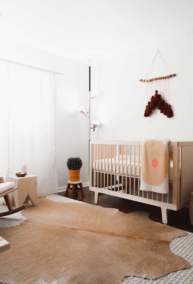 Já num clima mais contemporâneo e artesanal, dá uma olhada neste ambiente para quarto de bebê que prioriza materiais naturais