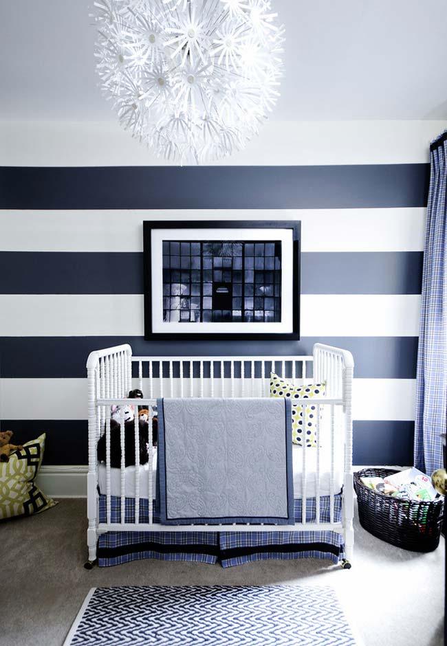 Azul marinho e branco neste quarto de bebê masculino superelegante
