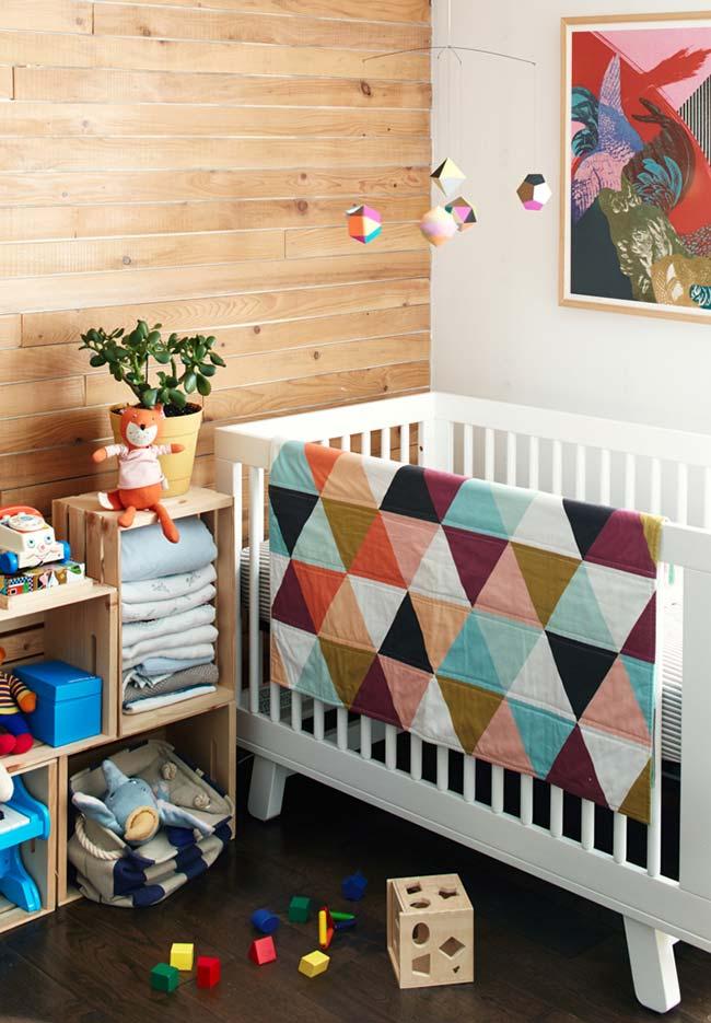 Aposte também nos itens artesanais, que trazem mais afeto para a decoração do quarto, como nesta colcha