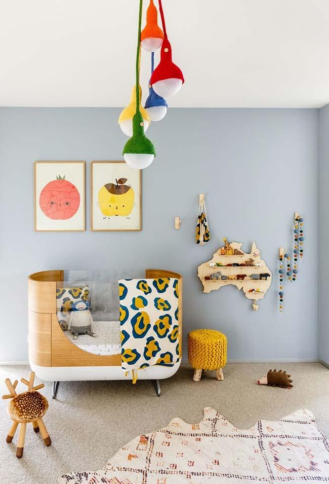 Num estilo mais contemporâneo e colorido, um quarto de bebê masculino super divertido