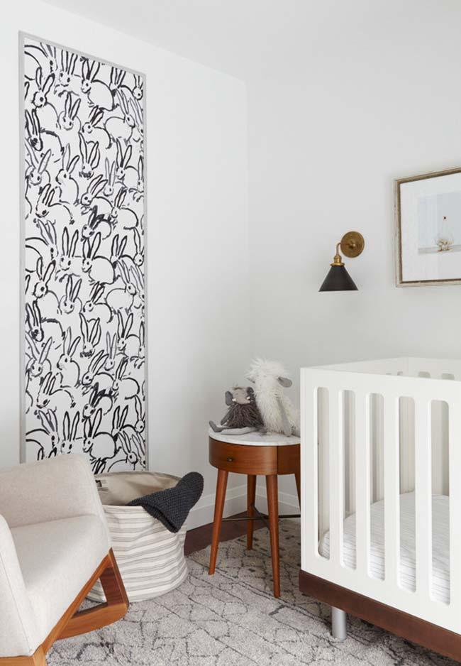 Para quem está num estilo mais minimalista, esta ideia cria um quarto de bebê tranquilo e unissex