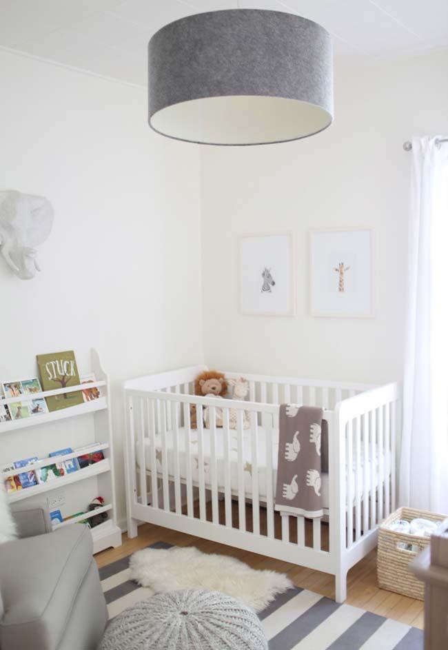 Outra cor que vem sendo muito utilizada na decoração de quartos de bebê é o cinza, que mantém o tom claro e combina muito bem com diversos temas