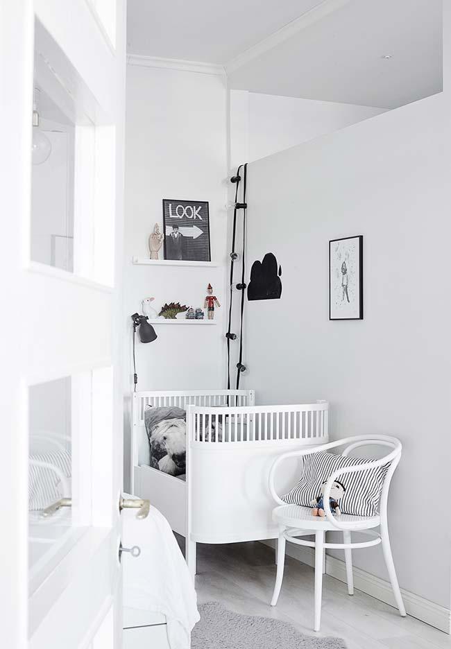 Decoração de quarto de bebe pequeno e estreito