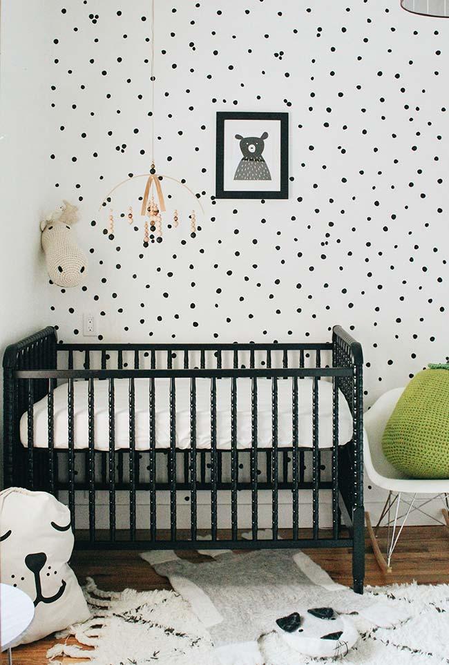 O preto e branco em uma decoração super fofa de ursinho neste quarto de bebê