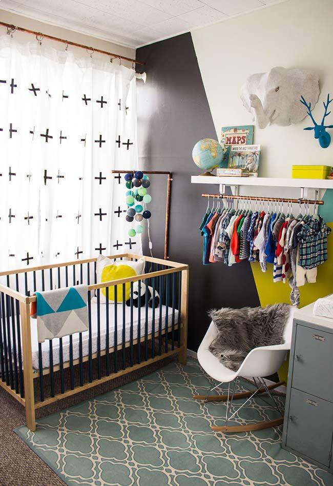 Numa decoração mais contemporâneo e urbano, uma ideia para quarto de bebê pequeno e cheio de estilo