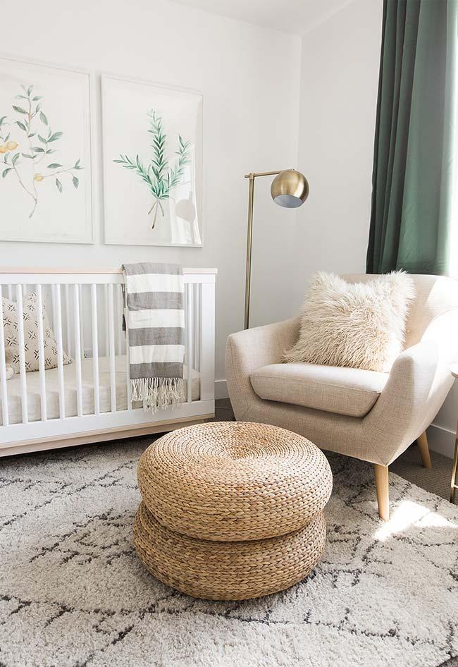 Aposte na mistura de texturas e materiais também como decoração de quarto de bebê