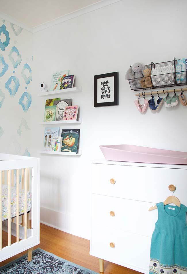 Objetos funcionais que decoram o quarto