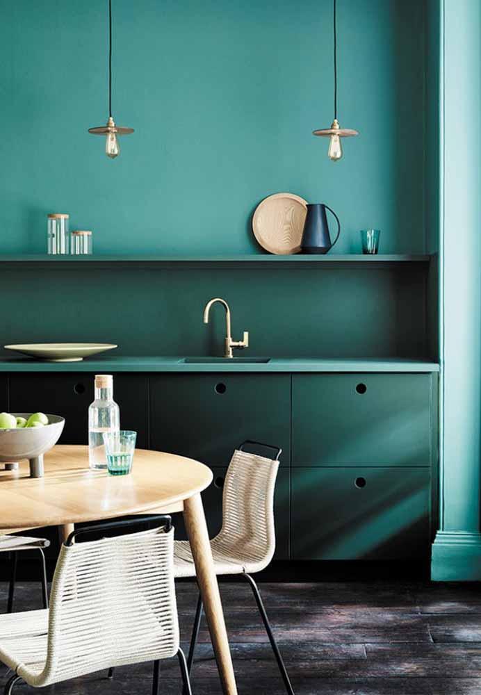 Cozinha verde-água: Monocromia fazem a combinação perfeita para esta cozinha contemporânea