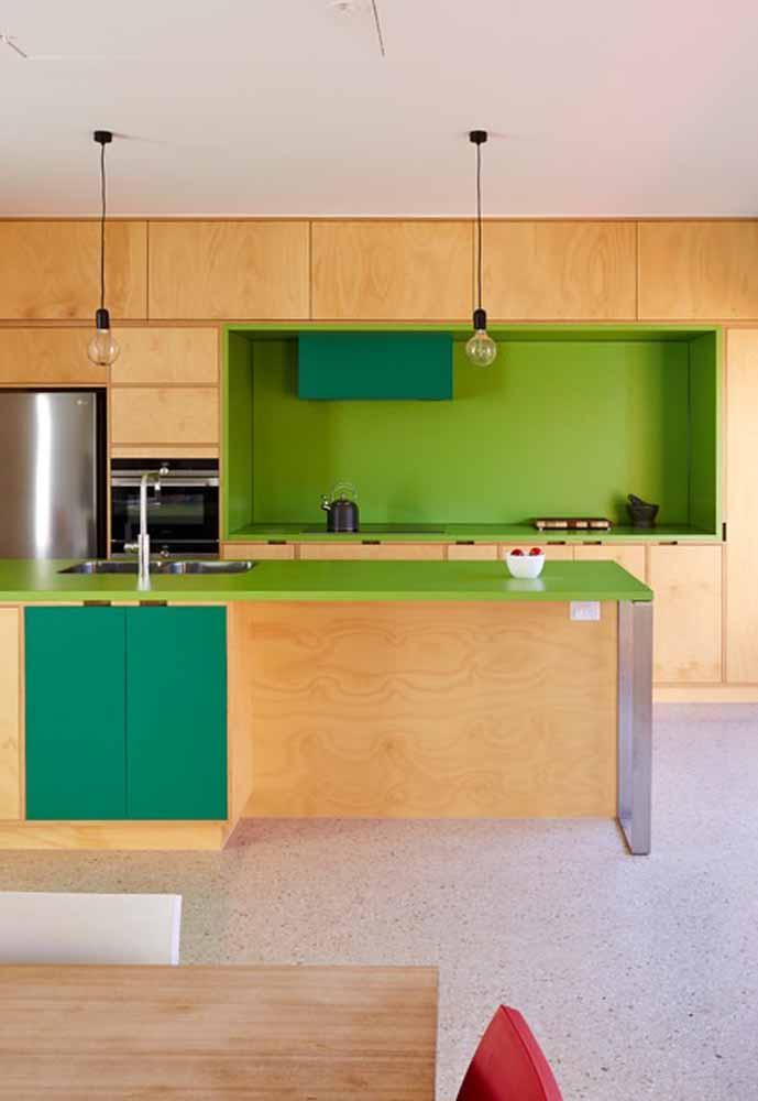Verde limão também para a coloração de bancadas de preparo na cozinha