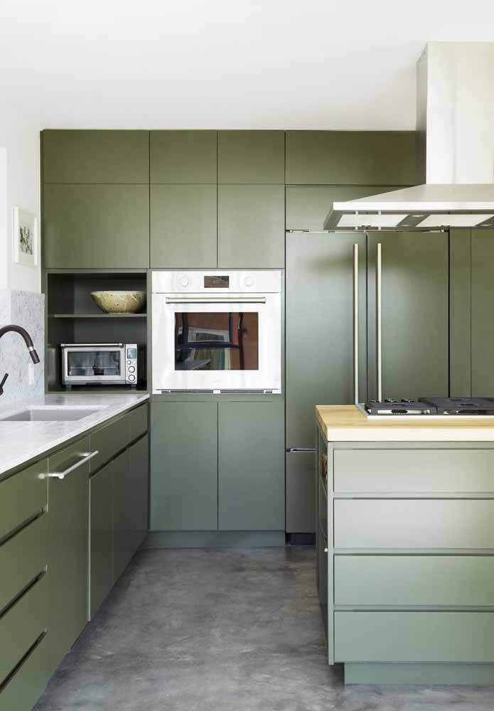 Outra ideia de cozinha verde musgo para te inspirar a compor com este tom
