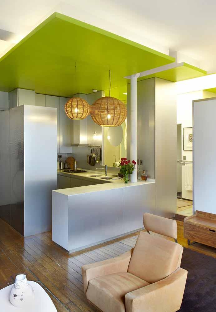 Um toque especial e diferente em verde limão para esta cozinha