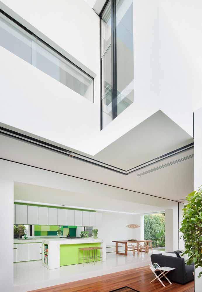 verde nos detalhes da sua cozinha: use diferentes tonalidades do verde nos móveis e com plantinhas no seu ambiente