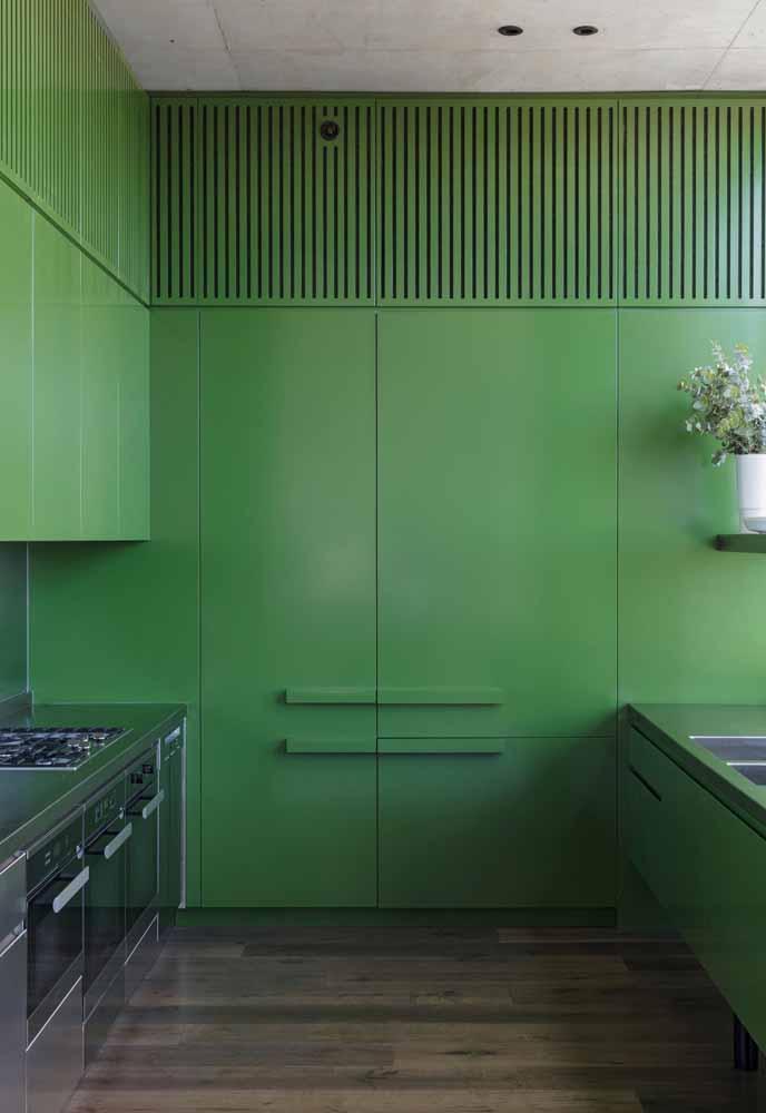 Planejado de parede inteira com acabamento no seu tom de verde favorito