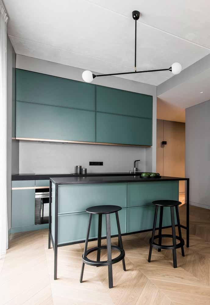 Cozinha contemporânea num estilo mais sóbrio em verde menta e preto