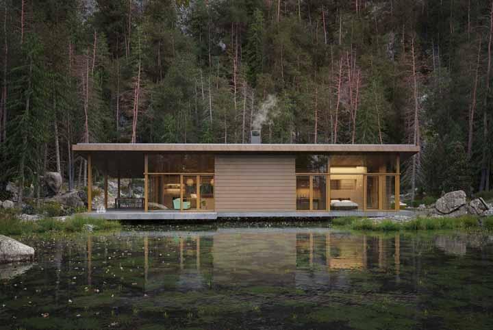 Essa casa de madeira foi construída praticamente em cima do lago; o uso do vidro deixa a construção mais leve e delicada visualmente