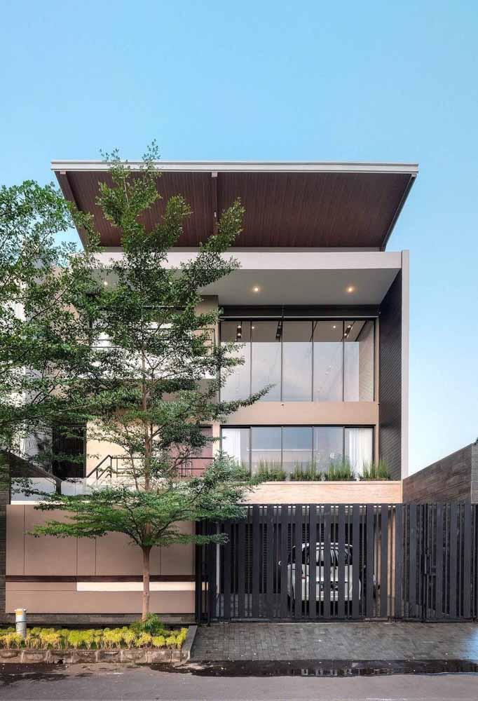Árvores na calçada: plante uma e deixe que o verde se encarregue da beleza da sua casa