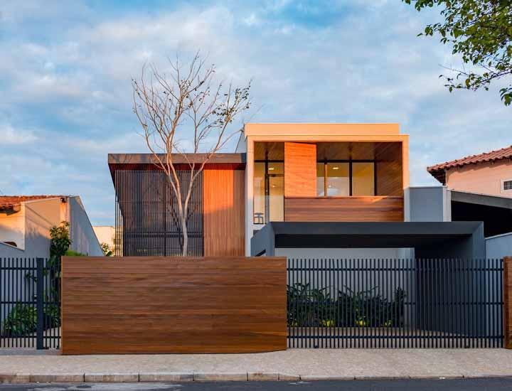 Para os apaixonados por construções em madeira essa casa é inspiradora!