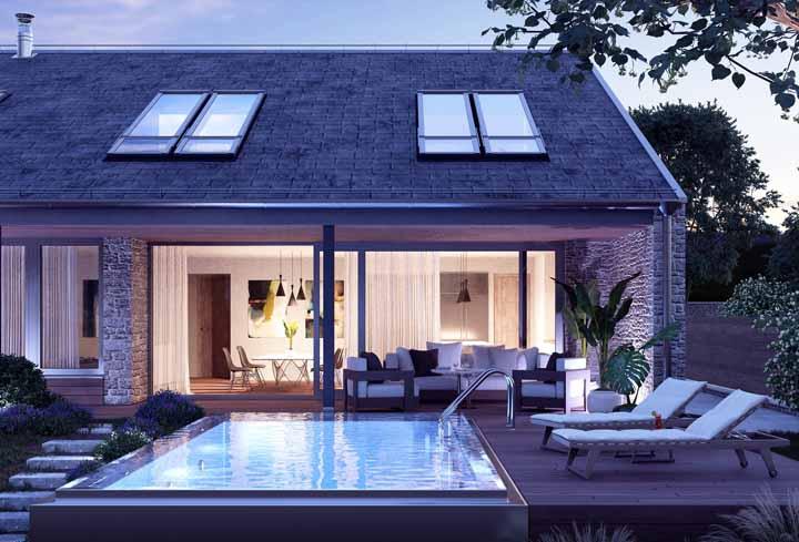 Nessa casa, a beleza interna e a externa se confundem graças a parede de vidro que deixa os ambientes expostos