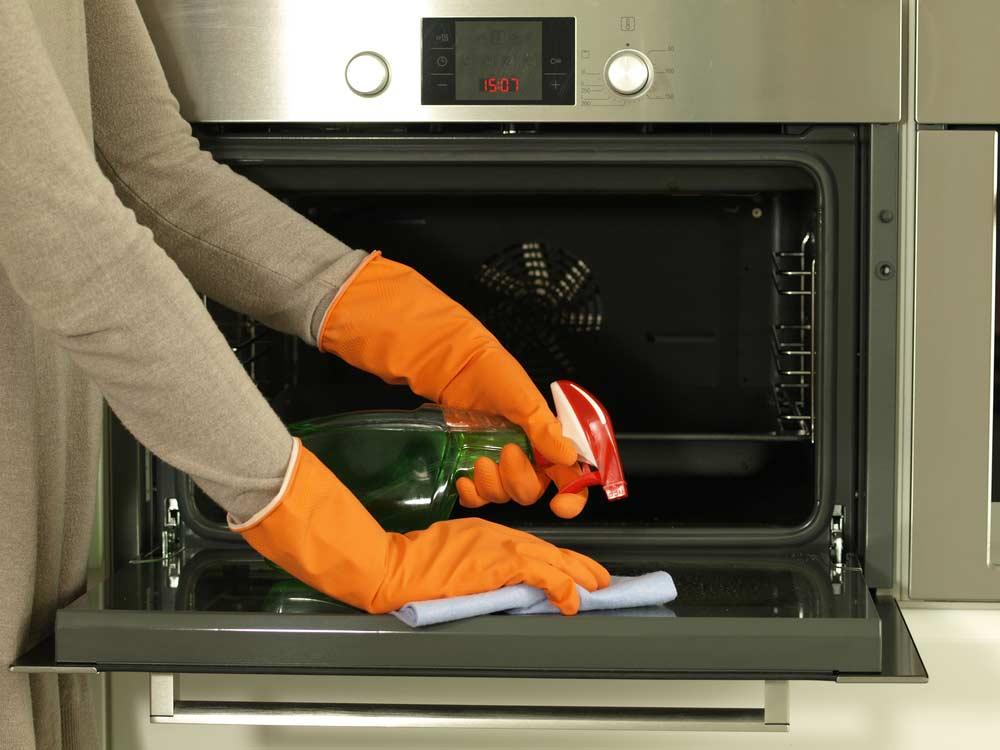 Limpeza do forno do fogão