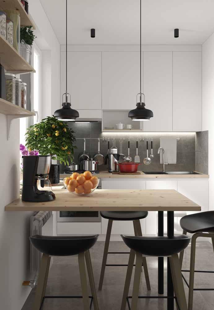 Com referências do estilo industrial, o cimento queimado é bem vindo à cozinha branca