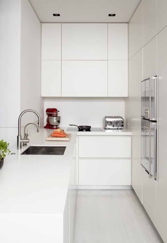 Cozinha branca simples para casa pequena ou apartamento, sem deixar o aconchego do ambiente