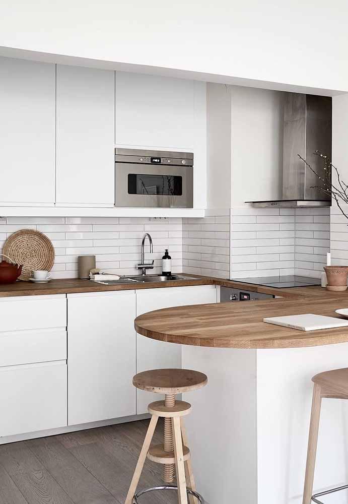 Uma cor Curinga a madeira no branco: Referência à cozinha escandinava
