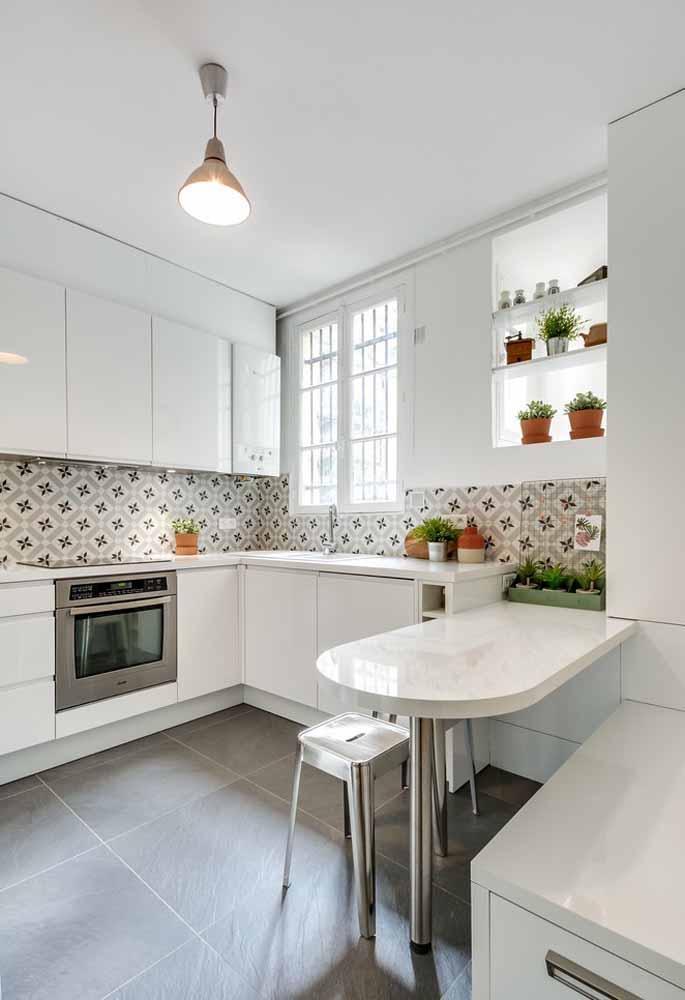 Faixa de azulejo para a cozinha branca: Tonalidade perfeita para o branco