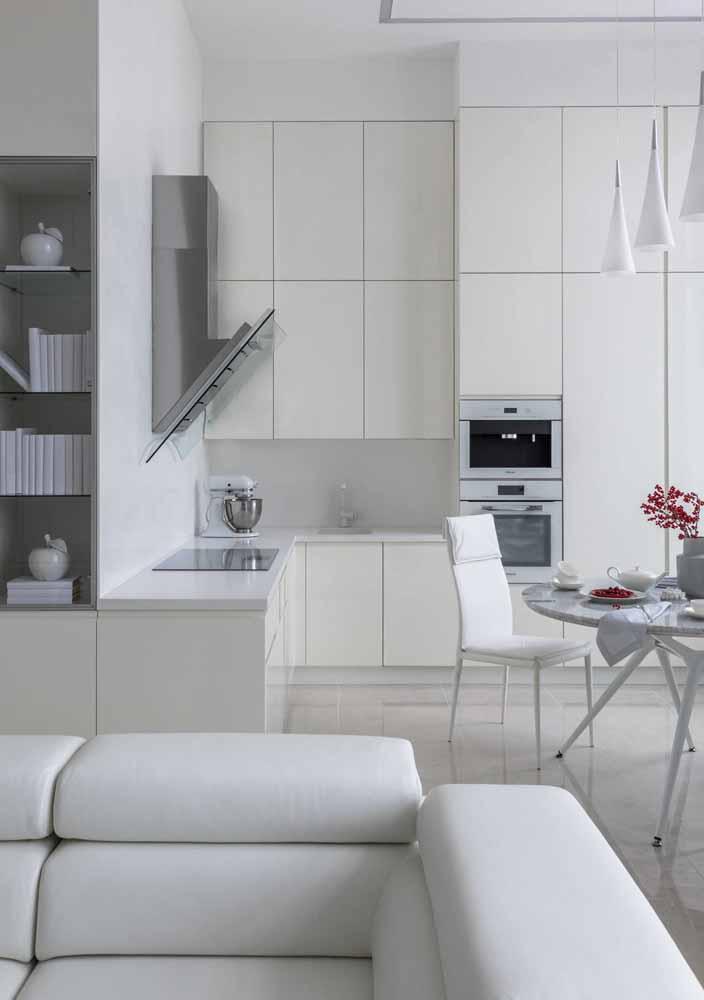 Luxo All-white: ambiente higiênico e ordenado em uma decoração completa em branco
