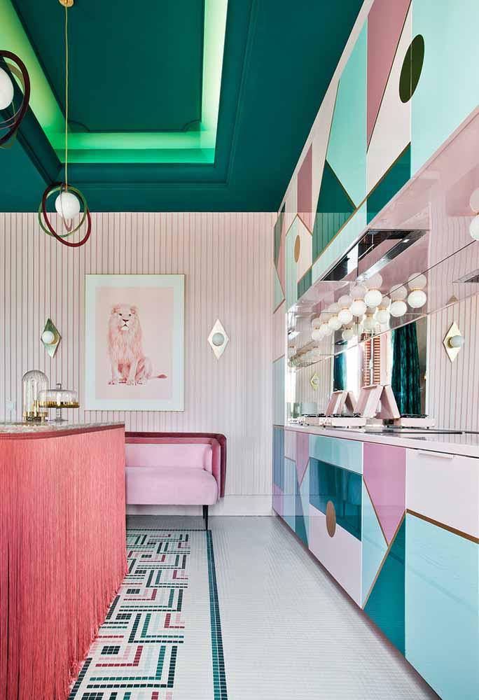 Uma ideia cheia de diversão e alegria na decoração da cozinha: inovação nas formas e no uso das cores