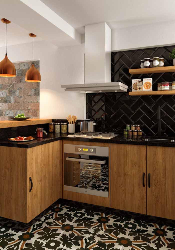 Cozinha simples em tons terrosos: faça um contraste em cores claras para não deixar o ambiente escuro
