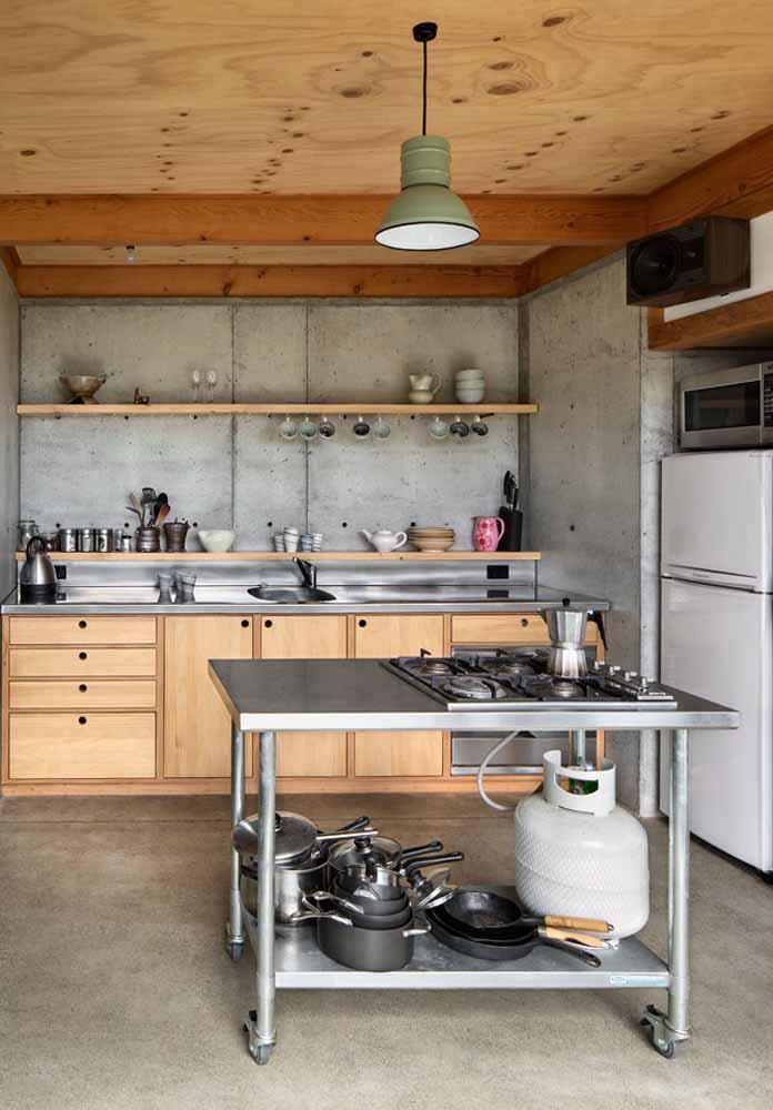 Madeira com um toque industrial em aço inox e concreto para esta cozinha simples