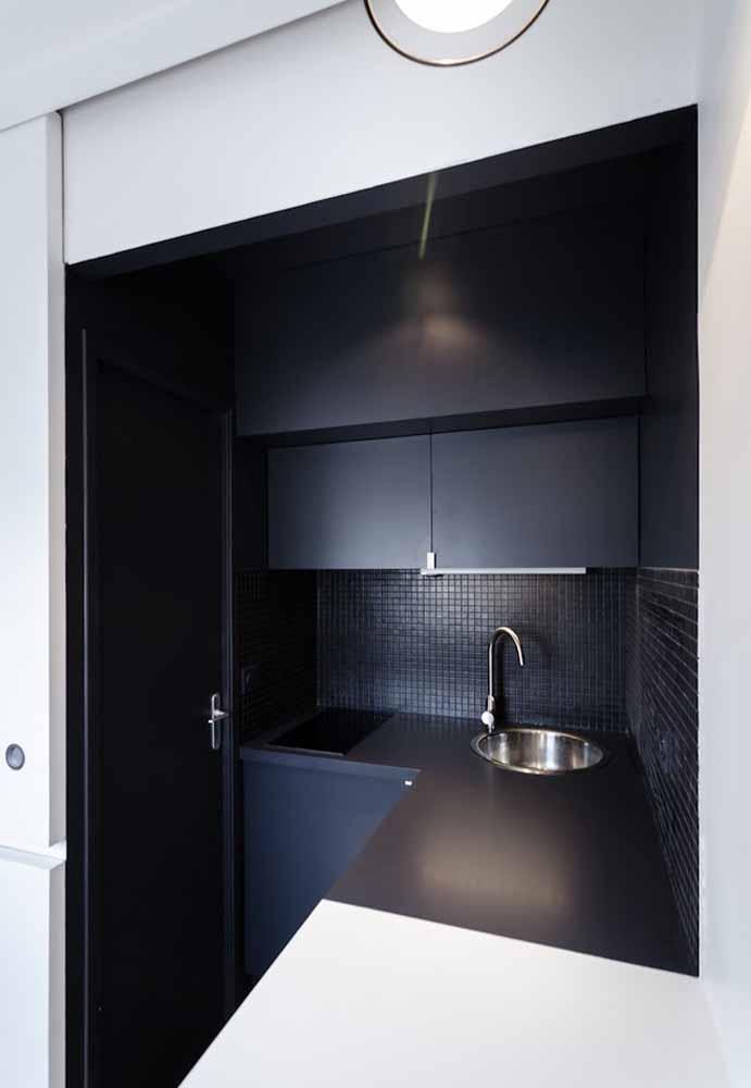 Decoração de cozinha simples em preto fosco, uma ideia perfeita para o estilo minimalista