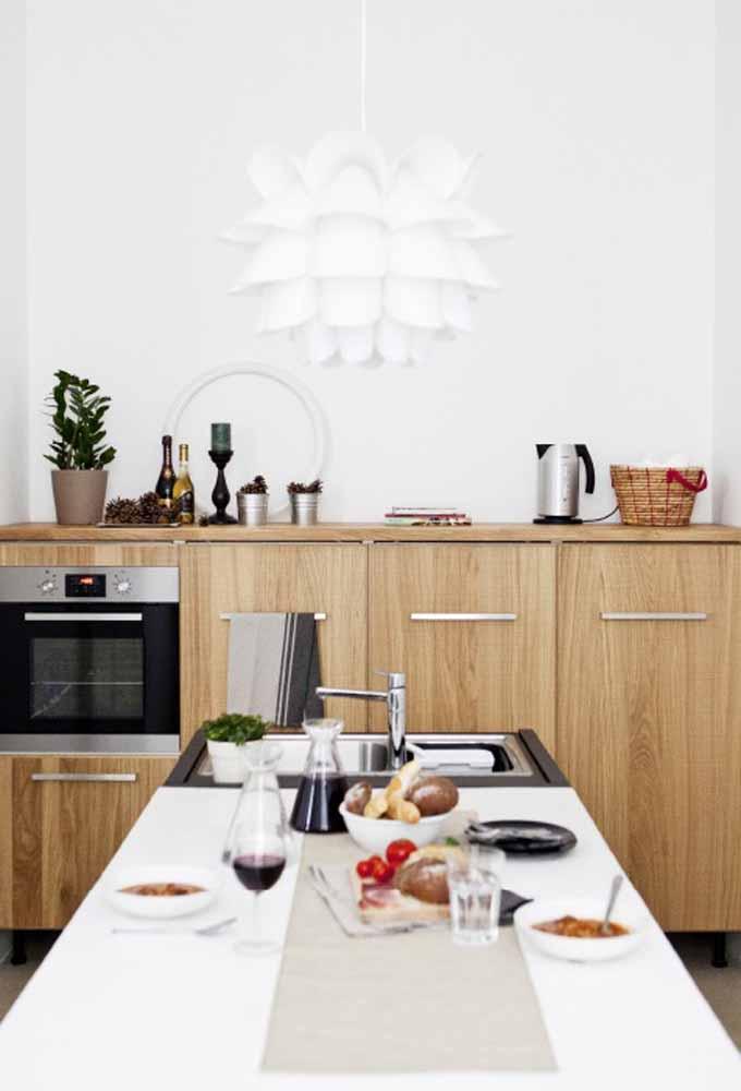Cozinha simples com projetos de planejados cheios de inovação e sutileza para o ambiente