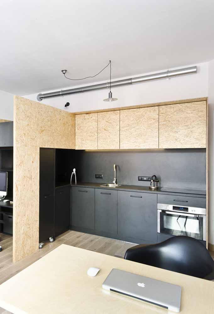 Uma cozinha simples, funcional e com soluções de design para espaços criativos